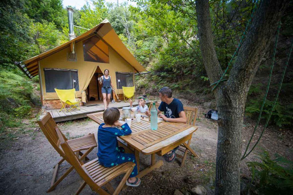 cabane camping vacances hebergement insolite nature cevennes gard languedoc gard occitanie